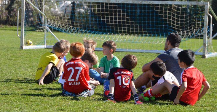 Niños entrenando