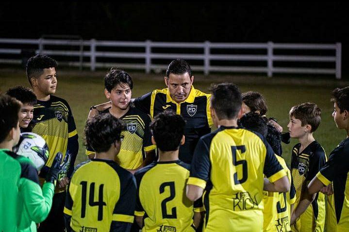 Oliver Galleguillos chala antes del partido